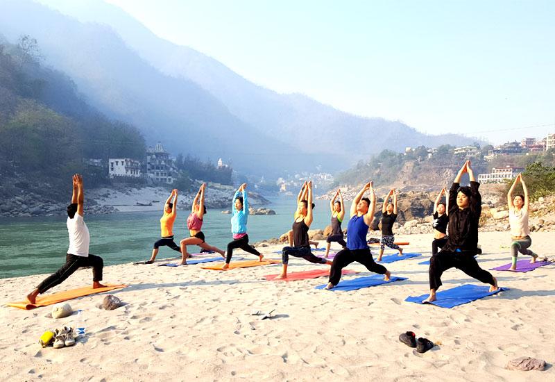 Pratiques de yoga au bord du Gange