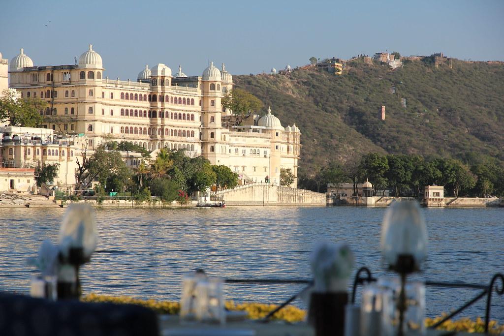 Belle vue sur le lac depuis le restaurant Ambrai